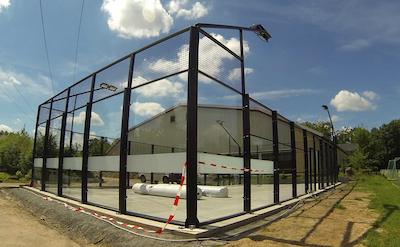 Padel Platz Karlsruhe kurz vor Fertigstellung